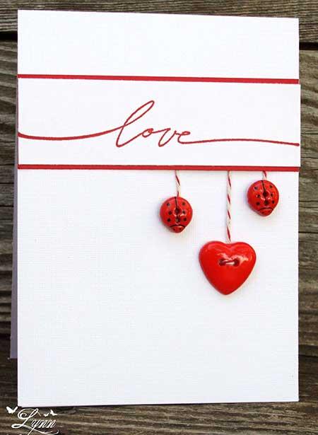 Sencilla tarjeta de felicitación con botones en forma de mariquita
