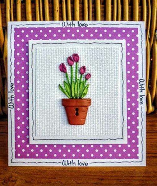 Bordado de tulipanes con cintas y botón en forma de maceta