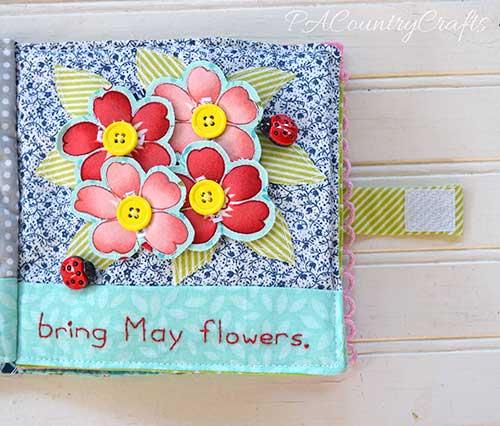 Mariquitas decorando una página de quite book con flores para abrochar
