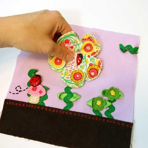 Botones en forma de mariquita usados en juego para aprender a abrochar