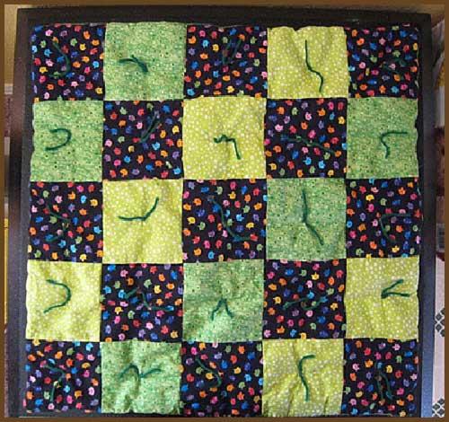 Colcha unida mediante nudos con hebras de lana