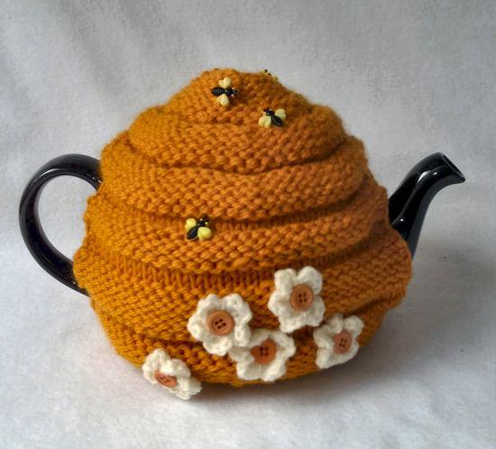 Funda para tetera con aplicaciones y botones de abejas