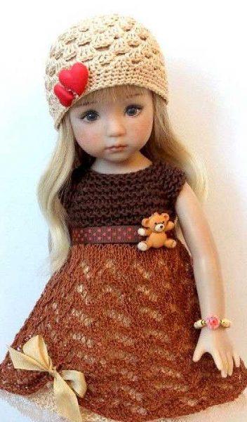 Vestido de muñeca decorado con botones de corazones y ositos