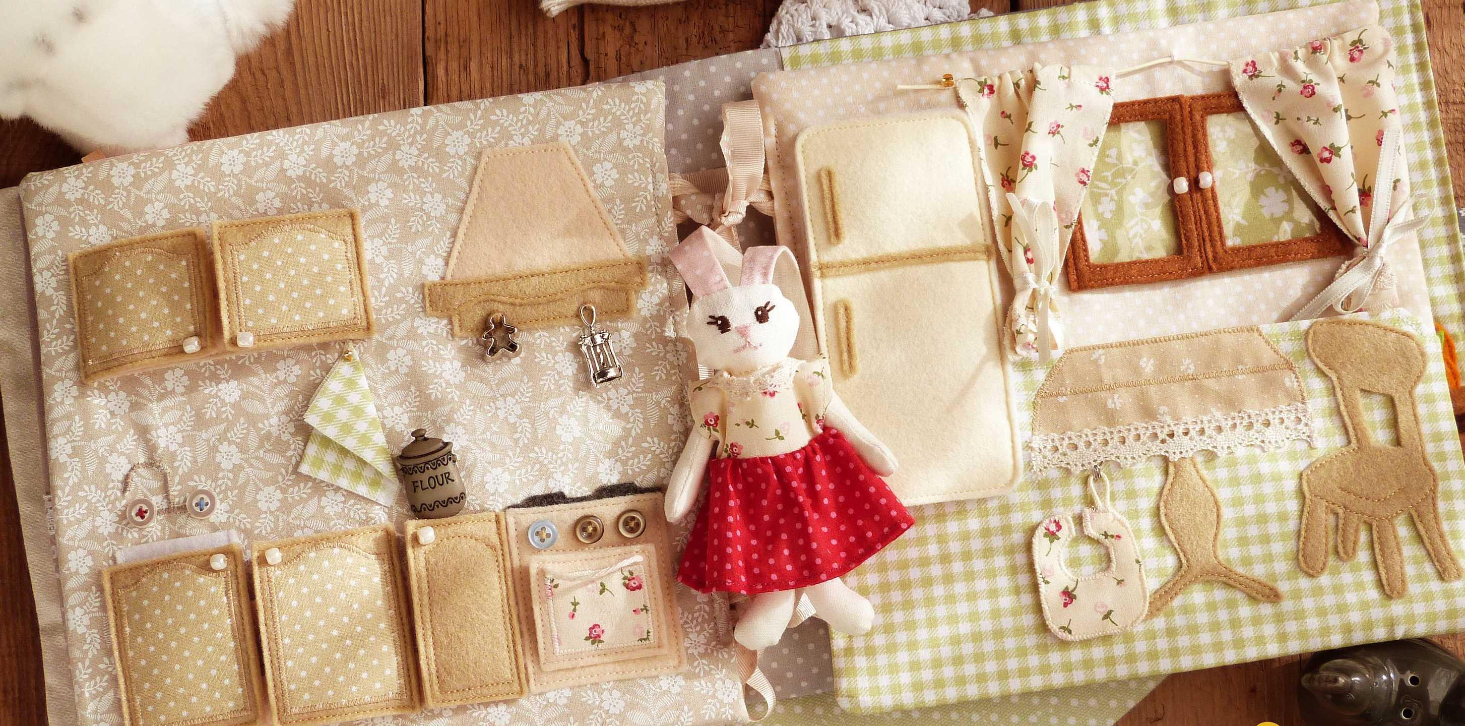 Casa de muñecas de tela - cocina con adornos