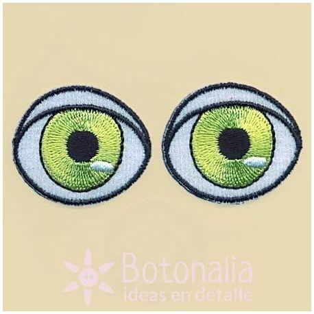 Green eyes 35 mm