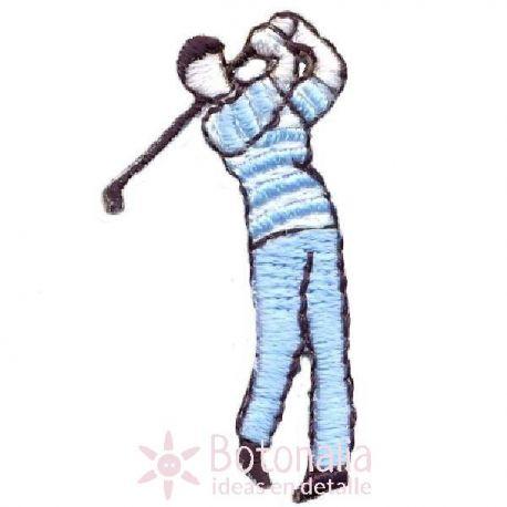 Hombre jugando al golf