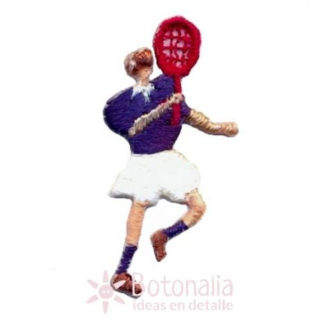 Hombre jugando al tenis 2