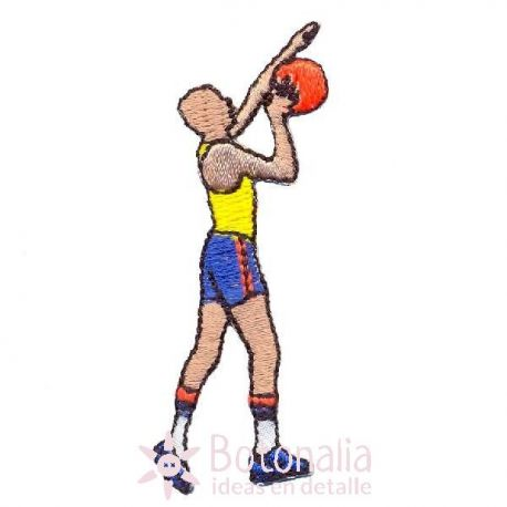 Hombre jugando al baloncesto 1