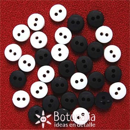 Tiny buttons - black and white