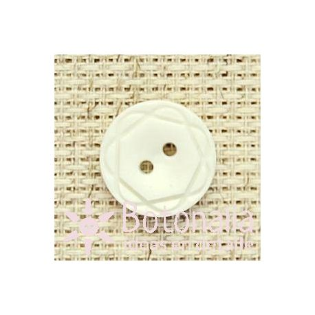 Button in white with a carved design 15 mm