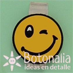 Clipos - Emoticón guiño y sonrisa
