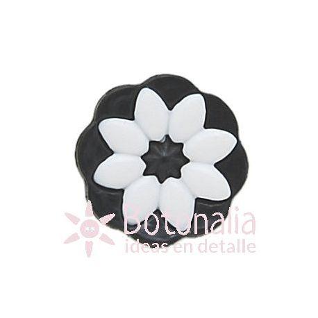 Flor blanca sobre negro